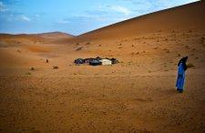 """""""Zawsze marzyłem o nocy na pustyni"""". Nie ma problemu!  7 miejsc, gdzie łatwo da się to zrobić"""