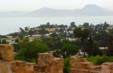 Błękit wymieszany z kolorem piasku. TOP 5 najlepszych miejsc i atrakcji w okolicy Tunisu
