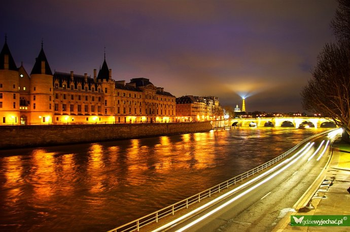 paryż nocny sekwana