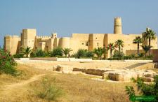 Współczesna Tunezja w miniaturze. Monastir, miasto Burgiby. Tego Burgiby…