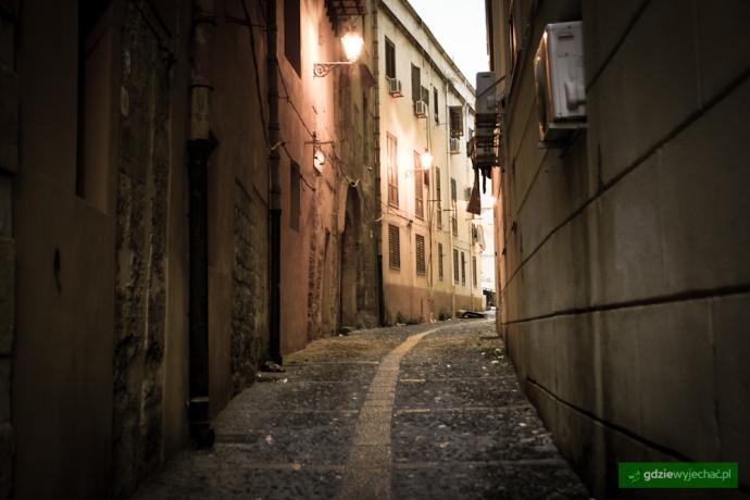 Palermo ulica wieczor