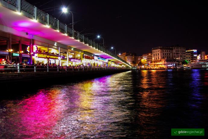 most galata nocą