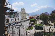 Wciąż ciepłe duże pocztówki z La Antigua Guatemala