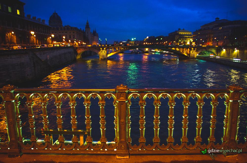 paryż sekwana noc