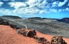 Lanzarote. Góry czerwone, jeziora zielone, plaże czarne