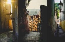 Jedź do Pragi, powłócz się po Malej Stranie o świcie, wygraj zachwyt!