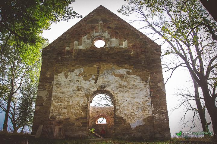 krywe ruiny cekrwi