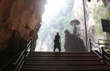Niesamowite jaskinie Batu Caves. Ten jeden raz geologii z religią