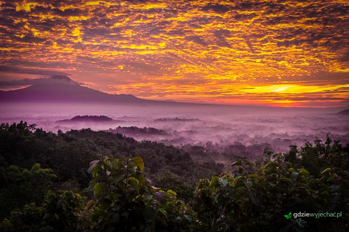 wschod slonca borobudur indonezja