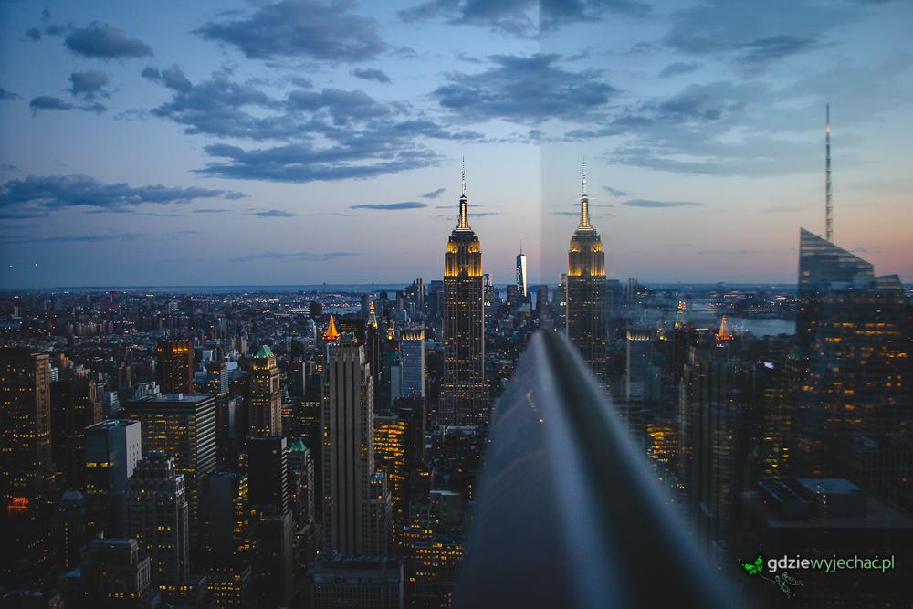 Zachód słońca widziany z platformy widokowej na Top Of The Rock czyli dachu Rockefeller Centre. Dwa Empire State?