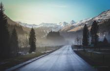 Alpy ciemnozielone, białe i błękitne w naszym obiektywie [DUŻY KADR]