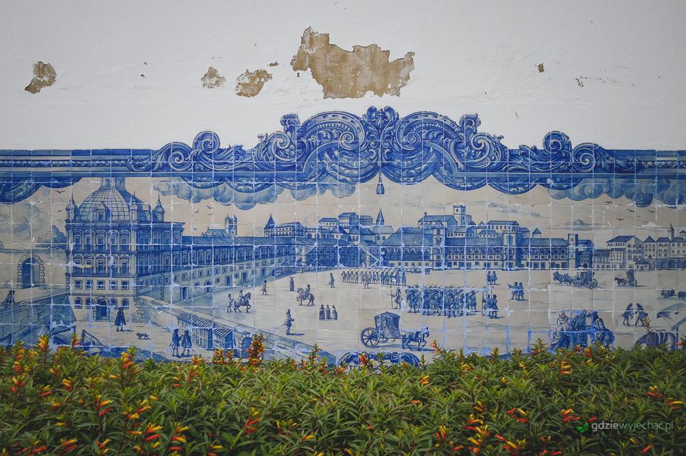 Jedno z setek azulejos. Gdzieś na murze