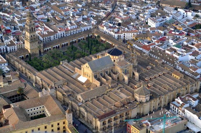 Widok na Katedrę - Meczet z lotu ptaka od strony południowej