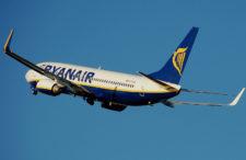 Problemów Ryanaira ciąg dalszy, lecz tym razem na korzyść pasażerów. Dalej będziemy mogli wnieść dwie sztuki bagaż podręcznego na pokład (ale nie na długo).