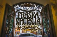 Praska Secesja. Przepiękne wnętrza, eleganckie detale, tajemnicze bramy i Alfons Mucha