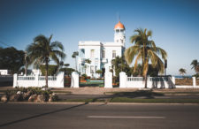 Przystanek na drodze do Trinidadu. Francja-Elegancja w Cienfuegos